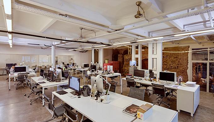 宝山厂房办公室装修施工现场防火总平面布局要点有哪些?
